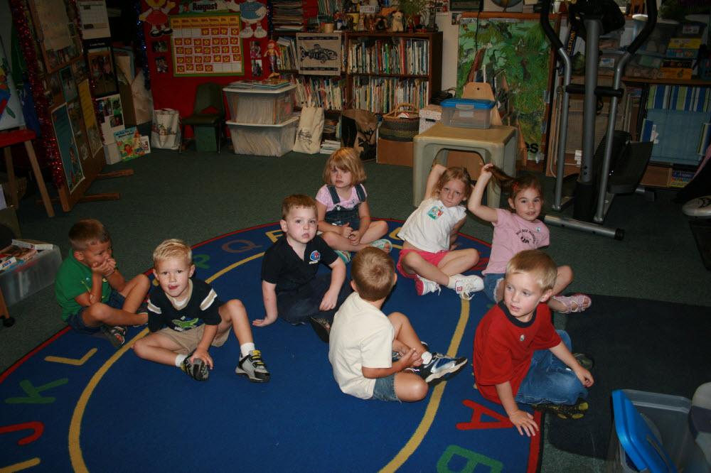 Kids at Reading Circle (1000x666)